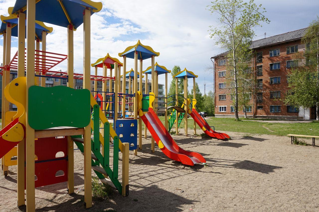 Детские площадки во дворах картинки